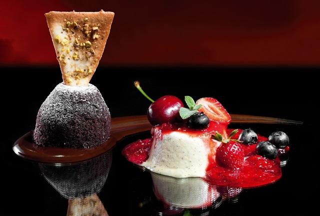 Gâteau de Whisky e Parfait de baunilha com frutas Vermelhas