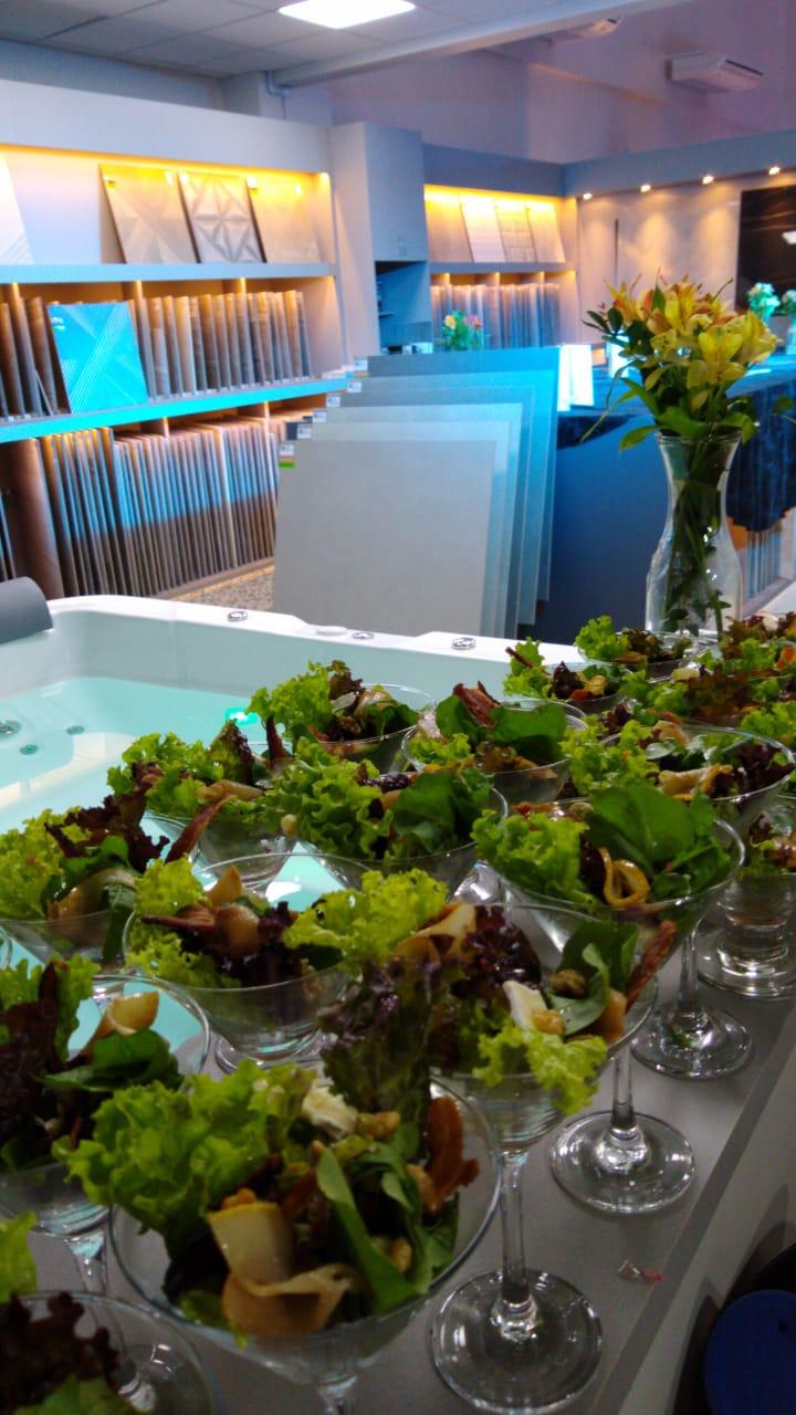 Salada de parma com peras, gorgonzola e nozes